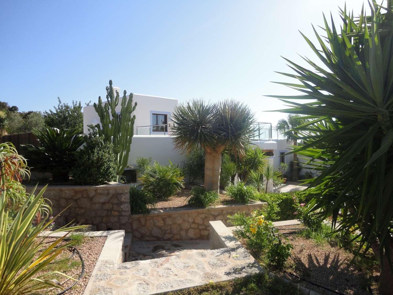 Optimus ibiza servicios inmobiliarios y de conserjer a for Casas jardin del mar