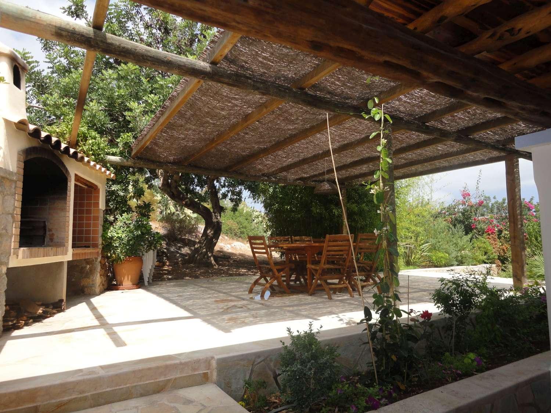 Holiday rental in ibiza luxury for Decoracion jardin barbacoa