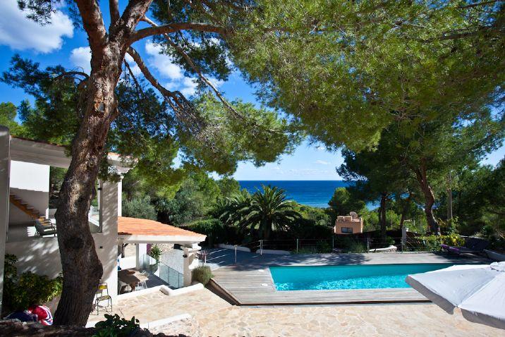Maravillosa villa de 4 dormitorios ubicada a dos pasos de for Ciudad jardin ibiza